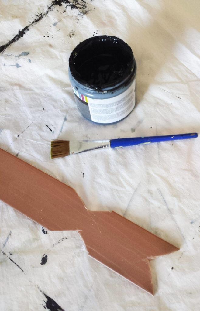 chalkboard paint for key holder diy
