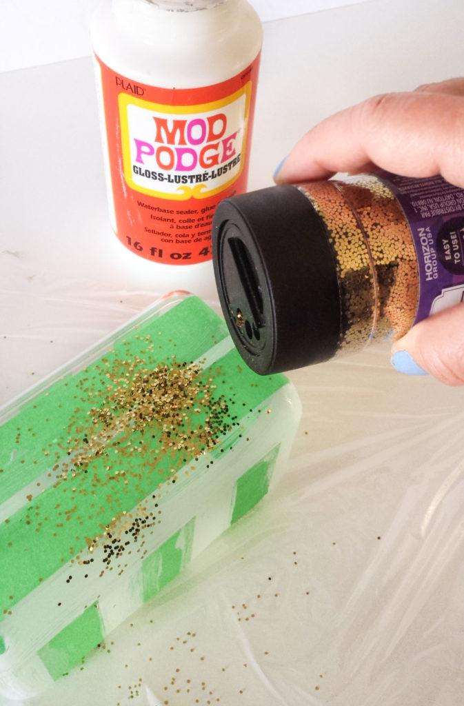 put gold glitter for desk organizer diy
