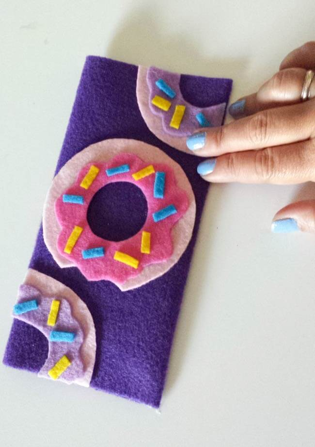 felt donuts attached to felt wallet diy